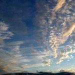 うろこ雲、ひつじ雲、いわし雲の違いは?地震や天気が悪くなる?